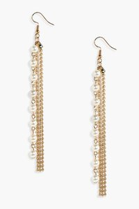 boohoo-emma-chain-pearl-drop-earrings-E1XEVLmRYyq6V5khkEC7Rc7Ji-300