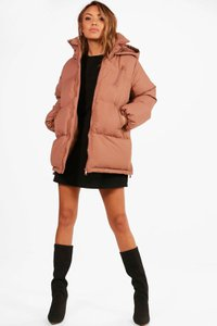 boohoo-katie-hooded-padded-coat-5ZufRLsssKJtG5H1sEq19bBKX-300