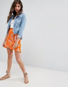 asos-asos-wrap-mini-skirt-with-tie-waist-in-ditsy-print-VsXqryctW2E3nM8XzXG96-300