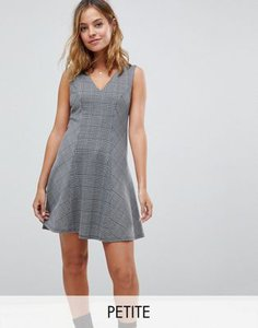 boohoo-petite-boohoo-petite-v-neck-check-mini-dress-xNQiUKUYZ2hyWsbML4e5k-300