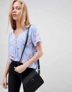b-young-b-young-cherry-blossom-blouse-89YyF9zEN2rZXy2PXdptz-300