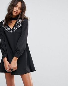 glamorous-glamorous-a-line-dress-with-embroidered-choker-neck-toMuS22mo2Swncp1JqvEW-300