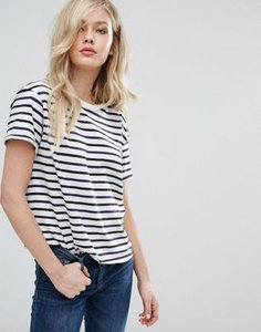 lee-lee-relaxed-stripe-t-shirt-9iPKt4ENW25TpEh1bxh9k-300