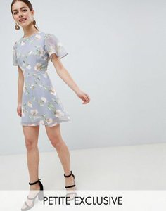 missguided-petite-missguided-petite-exclusive-petite-chiffon-floral-mini-dress-gSVBWbXab2bXsjGaAQAJ5-300