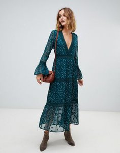 moon-river-moon-river-three-quarter-bell-sleeve-maxi-dress-KyYEFNLZZ2rZby22Ndnre-300