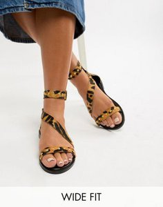 new-look-wide-fit-new-look-wide-fit-leather-leopard-stud-stap-flat-sandal-TuQyUYpNm2hyYsacr4c2Q-300