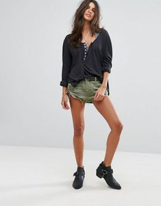 one-teaspoon-one-teaspoon-roll-hem-military-denim-shorts-kvcYJz22h27anDn7Usdpx-300