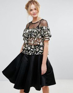 rd-koko-rd-koko-floral-embroidered-crop-top-with-frill-detail-bvMAZ1PHs2Swjcp5cqiQY-300