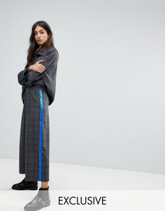 reclaimed-vintage-reclaimed-vintage-inspired-cropped-trousers-in-check-with-side-stripe-qdU3dpd9f2y1P7MBoH84W-300