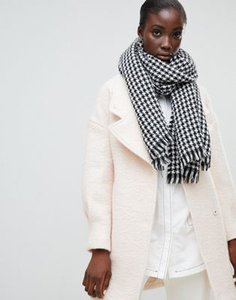 selected-selected-femme-houndstooth-check-scarf-MZSdQRurp2LVtVTCaBpPj-300