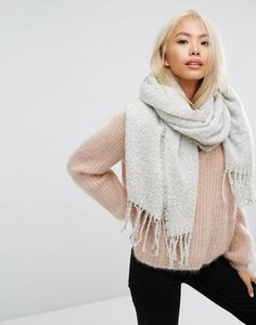 stitch-pieces-stitch-pieces-boucle-knitted-scarf-with-tassles-in-light-grey-19MR4rFAG2SwccpiAq9rx-300