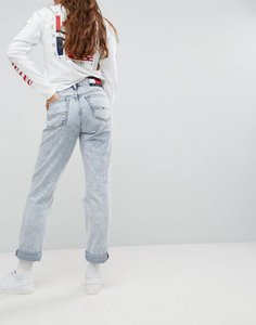 tommy-jeans-tommy-jeans-90s-capsule-bleached-out-mom-jean-HxYyF9zEP2rZUy21Sdptd-300