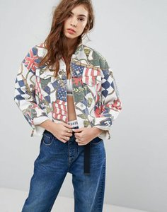 tommy-jeans-tommy-jeans-90s-capsule-printed-denim-jacket-KEXajzFsR2E3sM9E6XTyR-300