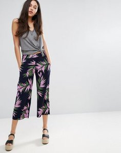 warehouse-warehouse-palm-print-cropped-trousers-dtat5Nxvc2V4FbuuvkNBR-300