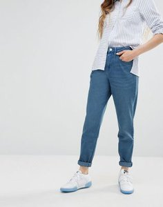 waven-waven-elsa-mom-jeans-in-light-blue-Xx6dAwBJnRKSd31nGdZ-300