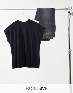 weekday-weekday-prime-t-shirt-in-black-in-organic-cotton-2CHhULvJyThS836n31a-300