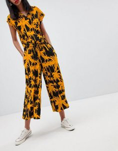 weekday-weekday-wide-leg-trousers-with-palm-print-wGQTML7XV2hyqscVV4qu3-300