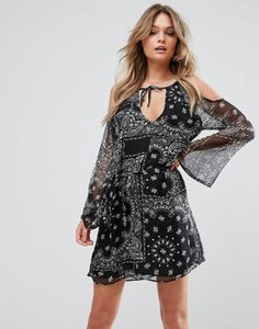 wyldr-wyldr-steady-beat-paisley-printed-day-dress-with-cold-shoulder-and-waist-tie-FXQEJnBGr2hy6saV24LxD-300