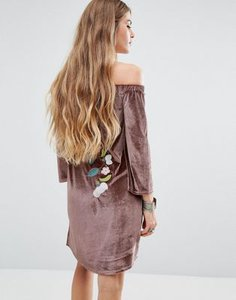 young-bohemians-young-bohemians-off-shoulder-dress-in-velvet-with-floral-embroidery-9i7nEErJ9SpS83hnYWF-300