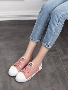 shein-cartoon-print-lace-up-low-top-sneakers-aMABzjeZaFNZxuinktRe2X75QEpAUn7r-300