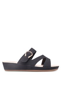 bata-faux-leather-sandals-GEUVo2heTyWpgXhdeb3TUpaT3gsyWYpnqtBo-300