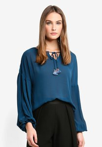bysi-fringe-ring-tie-bishop-blouse-Bb4pW2ZHn22ySZnJL8rZ9LJg3Vw7TZ2WDRE9-300