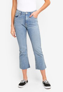 cotton-on-high-rise-kick-flare-crop-stretch-jeans-ZqkvVinnsucPbPKetLwuZT5727gVXV69rqrq-300