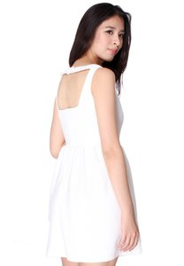 covetz-wedding-cut-out-back-textured-dress-white-UFJDhC4MZBfK7cnsCTyBf6AjHeEMdopCC-300