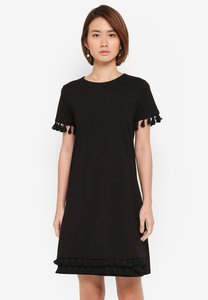 dorothy-perkins-black-tassel-shift-dress-UGcVcZyf9wkA54LYTx3ayYQv2nMwxWkbC552-300