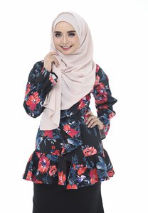 dreamyza-eva-flower-printed-top-in-blooming-black-ubTZikdcWzEZ84dQ1k2KbMqX2GyK6GzshBTr-300