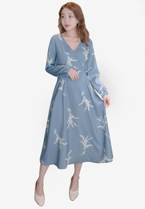 eyescream-v-neck-printed-long-sleeve-wrap-dress-zUPXKipNKGRa5ZAHK4WVBUWU2VGRtXGNGdG3-300