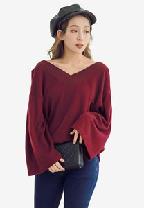eyescream-wide-v-neck-top-cimmziwEwaC1jNa7rrvdDZAJ2dj8yWw18LbY-300