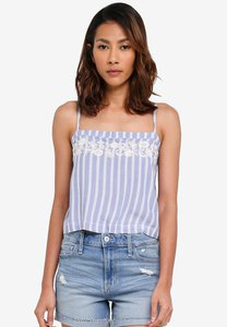 hollister-bare-cropped-cami-top-WhMJ9fFLud6Kbqy996jaRAwe2n7HpY5BdZ2A-300