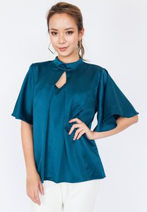hook-clothing-pleated-keyhole-blouse-bYpdb4M7LBueynAgD6kfUC1S3M64e7ApqRE5-300