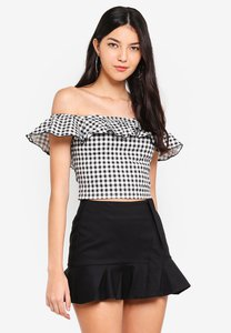 kitschen-off-shoulder-checkered-crop-top-JwFS44Nu4aPtvXkyyG36zvFS3KF6LiTt3n9z-300