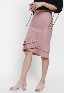 love-bonito-shediya-asymmetrical-pleated-hem-pencil-skirt-LoLD62ajrkCusPYkBRqpccZp3Wz5nMKjp3no-300