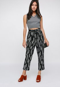 love-bonito-thaney-printed-paperbag-pants-M6xrnvWgkcMcoAHAwVYCq532dtEykCT8Y-300