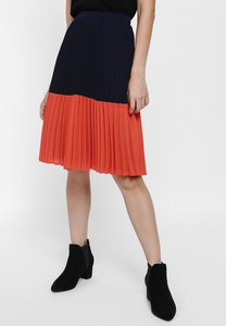 love-bonito-melanya-colourblock-pleated-skirt-TLwFjzuBFQoLtEDcHWAoRhjy25TnLbyqSsPo-300