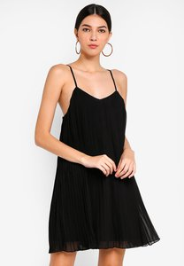 missguided-strappy-pleated-swing-dress-Ff4B7kheB82Ce3K9Jy17J39Q2h9B9byk8x4i-300