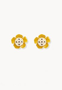 pomelo-pearl-flower-stud-earrings-yellow-91KyykhBRcRBp1NfD4pQwoyJ2WeDp9ipLDuY-300