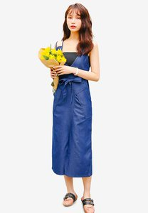 shopsfashion-denim-midi-dress-with-belt-6warG9fV31YjM8iwoeVENaRj3BCMYp9Cst8h-300