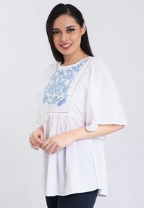somerset-bay-blouse-short-sleeve-round-neck-cotton-cambric-with-embroidery-c8m9kfN6nVPTSA95TP7eke4M2NSzZF2WsfBL-300