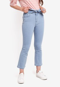 something-borrowed-bow-tie-front-kick-flare-jeans-QogM4fPCCWrXiHiVBpYx72oN24cvaWpHgCPJ-300