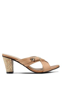 spiffy-casual-heels-with-gold-details-A4tTE67dGhCZcwPCnstLPBYW3fJKoFpocEdM-300
