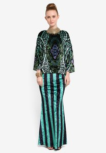 tom-abang-saufi-for-zalora-selita-velvet-wide-sleeves-top-with-mermaid-skirt-m9YuqWVgbcbR9F4SCxATiHcP29xddCXd1VUs-300