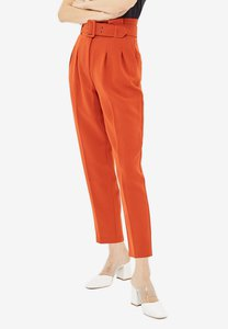 topshop-belted-eyelet-pegged-trousers-D9vLzh4YxY16bk3GqCHg9L1f2oaG3W9Z4C1s-300