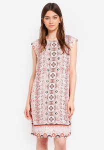wallis-red-embellished-tile-print-shift-dress-42L3a7tPGMjEGgpMihbRmodh3REEMUnkFd6n-300