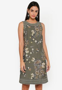 wallis-khaki-printed-shift-dress-z2eQqznKLZSLJBSmzpSs3JVP2dsxbEhcBfrq-300