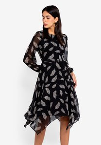 wallis-petite-black-feather-print-fit-and-flare-dress-9sB65UiE9sdiQLtN5fKjrpnv2CddRN9XPw85-300