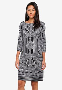 wallis-monochrome-paisley-print-shift-dress-aUYi4YHcwQRZhGZRrM2StBLk2h2hpdAWdwMh-300